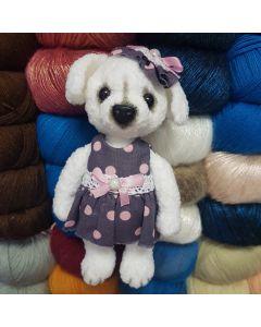 Белая собачка в платье